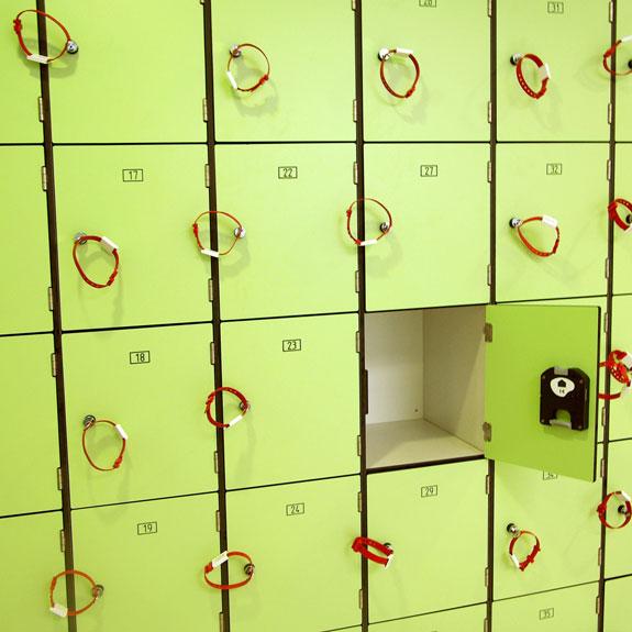 Vestiaire Multicases Monobloc Stratifié Compact vert insitu