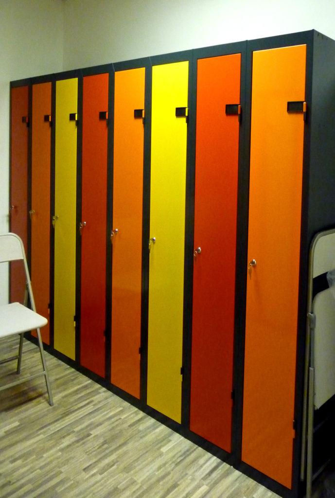 Vestiaire Industrie Propre insitu jaune orange rouge